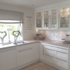 🏠 30 examples of cheap kitchen decorating ideas, make sure before you remodel 16 Cheap Kitchen, New Kitchen, Kitchen Decor, Kitchen White, Kitchen Layout, Küchen Design, House Design, Sweet Home, Cuisines Design