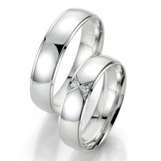 Stylowy komplet obrączek ślubnych Breuning - białe złoto, polerowany środek, trójkątna oprawa kamieni - Obrączki ślubne - GESELLE Jubiler