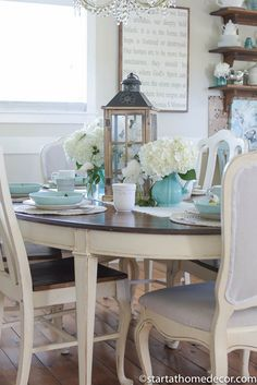 Shabby Chic Beach Cottage Living Room Style I Heart Decor Adorable beach decor dining room tables - Dining Room Decor Cottage Living Rooms, Cottage Interiors, Living Room Decor, Decor Room, Shabby Chic Beach, Shabby Chic Cottage, Cottage Style, Purple Kitchen Walls, Burgundy Living Room