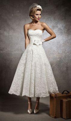 Hochzeit Spitzenkleid Tee Länge Brautkleid aLinie von LUXandGLAMOR, $470.00