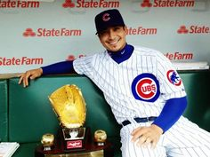 Darwin Barney poses with his Gold Glove award at Wrigley Field on Friday