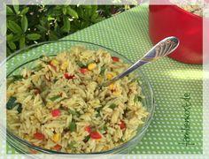 Kritharaki, auch als Risoni oder Reisnudeln bekannt bekannt, sind kleine Nudeln in Reisform, die ursprünglich der griechischen Küche entstammen. Wir ver