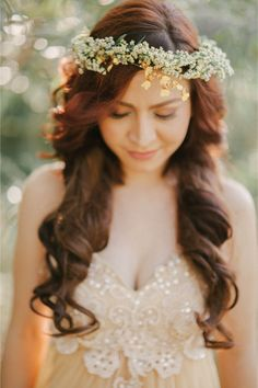 37 Gorgeous Fall Flower Crown Ideas For Brides - Wedding Themes Loose Hairstyles, Black Women Hairstyles, Wedding Hairstyles, Fall Flower Crown, Flower Crowns, Flower Tiara, Bridal Braids, Hippy Chic, Hair Flow