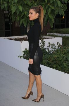 Classy heels — Maria Menounos in Louboutins! - diy wedding hair styles Classy heels — Maria Menounos in Louboutins Summer Work Outfits, Casual Work Outfits, Business Casual Outfits, Mode Outfits, Work Casual, Winter Outfits, Fashion Outfits, Womens Fashion, Sexy Work Outfit