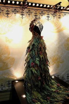 Cinderella: dress made of paper leaves