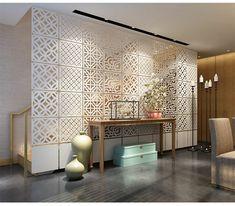 biombos ikea, separador de ambientes con elementos de bordado, salón grande con candelabro vintage