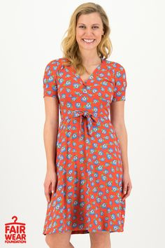 Blutsgeschwister Fashion Online Shop - ode to grace robe Fashion Online Shop, Short Sleeve Dresses, Dresses With Sleeves, Casual, Womens Fashion, Floral, Retro, Shopping, Style