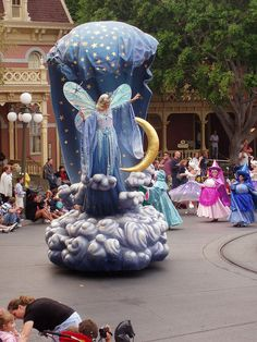 Disneyland's Parade of the Stars....this is the first Disneyland parade I ever saw.