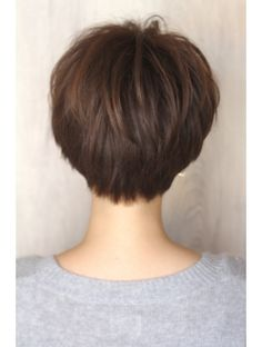 Soft round back short hairstyle