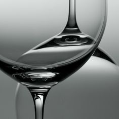 Foto di Vino in bianco e nero. Photo of Wine in black and white. Glass Photography, Object Photography, Photography Projects, Still Life Photography, Abstract Photography, Macro Photography, Creative Photography, Photography Classes, Photography Editing