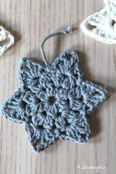 Christmas Yarn, Crochet Christmas Decorations, Christmas Crochet Patterns, Crochet Diy, Crochet Stars, Crochet Snowflakes, Crochet Granny, Crochet Mignon, Granny Square
