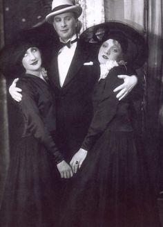 """Marlene Dietrich with Margo Lion and O. Karlweiss  """"Es Liegt in Der Luf""""  (It's In The Air) - Cabaret in Berlin, 1928"""