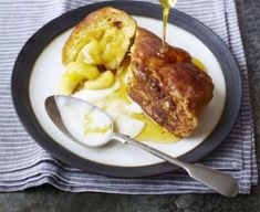 French toast stuffed with banana & maple syrup: Brunch doesn't get much more decadent than this - buttery brioche served pancake-style with sweet syrup Maple Syrup Recipes, Brioche French Toast, Fodmap Recipes, Diet Recipes, Vegetarian Recipes, Breakfast Bake, Fodmap Breakfast, Second Breakfast, Sweets