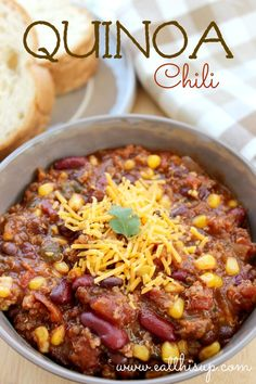 Quinoa Chili recipe for a delicious and protein packed dinner! Try it in the crock pot! Thm Recipes, Chili Recipes, Crockpot Recipes, Vegetarian Recipes, Cooking Recipes, Healthy Recipes, Gumbo Recipes, Vegetarian Chili, Muffin Recipes