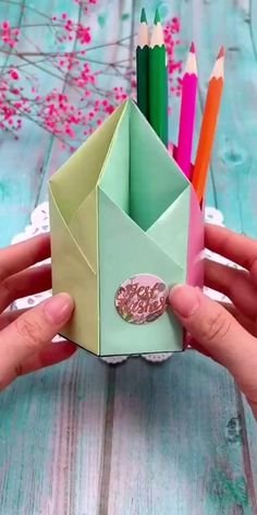 Paper Crafts Origami, Paper Crafts For Kids, Origami Art, Diy Paper, Paper Crafting, Diy For Kids, Origami Boxes, Origami Bookmark, Diy Projects Paper
