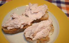 Mousse di mortadella - Se cercate un'idea facile e superveloce per preparare un antipasto o degli stuzzichini per l'aperitivo, provate questa mousse di mortadella