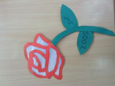 Knutsel bij kern 1, roos. Nu op www.digikleuters.nl te vinden met werkbeschrijving.