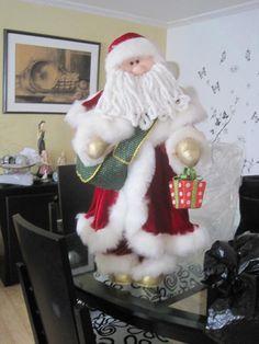globos navideños en foami - Buscar con Google Christmas Lights, Christmas Crafts, Christmas Ornaments, Felt Dolls, Xmas Decorations, Snowman, Santa, Holiday Decor, Gifts