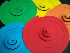 Per mamme in cerca di idee creative per giocare insieme ai loro bimbi You are in the right place about diy carnival decorations Here we offer you the most beautiful pictures about the diy carnival dre Carnival Crafts, Carnival Decorations, Birthday Decorations, Christmas Decorations, Diy And Crafts, Crafts For Kids, Paper Crafts, Theme Carnaval, Class Decoration