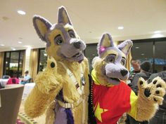 happy late #FursuitFriday with @Lavshep