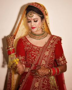 Best Bridal Makeup Inspirations to bring out Diva in You - Fashion<br> Indian Bride Poses, Indian Bridal Photos, Indian Wedding Bride, Indian Bridal Outfits, Indian Bridal Fashion, Bridal Dresses, Bengali Bridal Makeup, Best Bridal Makeup, Indian Makeup