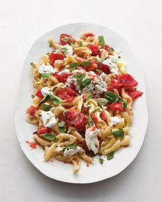 Here's a formula for effortless summer food: the freshest ingredients plus a cook's restraint. Take this pasta. Just tear some bright-red tomatoes with your hands, pluck a little basil, and toss with seasoned pasta and dollops of creamy cheese. Vegetarian Recipes, Cooking Recipes, Healthy Recipes, Easy Cooking, Tomato Basil Pasta, Caprese Pasta, Mozzarella Pasta, Pasta Salad, Caprese Salad