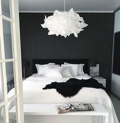 27 Fabulous Black And White Bedroom Design Ideas For Your Minimalist Home - Bedroom Ideas - Bedroom Black White Bedrooms, Bedroom Black, Black Bedding, Modern Bedroom, Black Beds, Black And White Interior, Black Home, Maroon Bedroom, Black And White Furniture