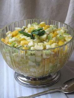 Après la salade de fruits d'automne , voici celle d'hiver. A priori, il n'est pas indispensable de donner une recette de salade de fruits... Dessert Aux Fruits, Desserts Fruits, Punch Bowls, Potato Salad, Serving Bowls, Muffins, Deserts, Voici, Vegetables