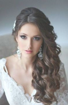 Ideas Wedding Hairstyles To The Side Curls Long Curly For 2019 - Best Frisuren ideen Side Hairstyles, Wedding Hairstyles With Veil, Hairstyles For Round Faces, Unique Hairstyles, Hairstyles 2018, Bridal Hairstyles, Beautiful Hairstyles, Hairstyle Ideas, Long Curly Wedding Hair