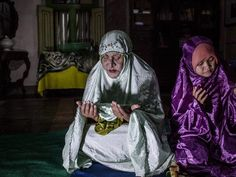 A glimpse into the spiritual lives of waria, Indonesia's transgender Muslims. http://huff.to/1DfiUV6