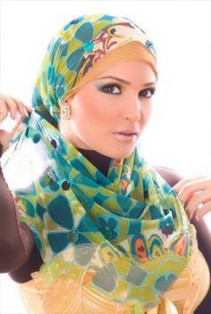 http://abayatrade.com  muslim fashion magazine  Teenage Hijab Styles in Marketplace