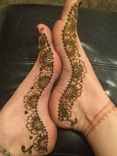 Foot Mendhi by Shannon Volpe of Foxy Henna , Tattoo Foot Henna, Henna Mehndi, Henna Art, Mehendi, Mehndi Designs Feet, Mehndi Design Photos, Mehndi Designs For Fingers, Beautiful Mehndi, Beautiful Rangoli Designs