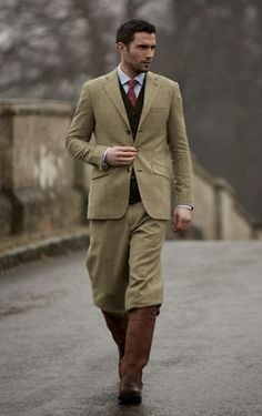 Plus fours suit with great boots. Gentleman Mode, Gentleman Style, Gentleman Fashion, Vintage Gentleman, Country Wear, Country Outfits, Country Fashion, Country Chic, Country Life