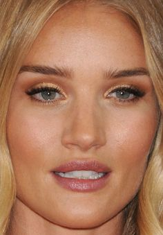Close-up of Rosie Huntington-Whiteley at the 2016 Golden Globe Awards. http://beautyeditor.ca/2016/01/12/golden-globes-2016