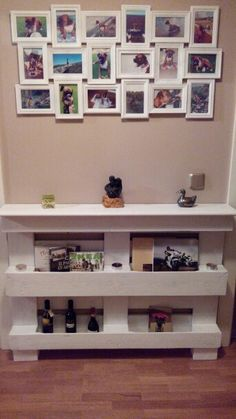 Mueble recibidor hecho con un palet Decorating Your Home, Diy Home Decor, Room Decor, Pallet Furniture And Decor, Primitive Living Room, Wooden Pallet Projects, Shelf Design, Decoration, Pinterest Diy