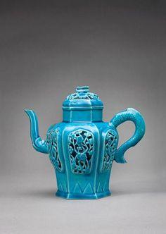 Teapot China, Century The Asian Art Museum Chocolate Pots, Chocolate Coffee, Teapot Cookies, Color Menta, Teapots Unique, Asian Art Museum, Tea Art, Ceramic Teapots, Tea Service