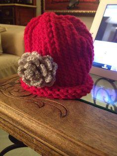 Gorro de niña hecho con lana en telar circular. b200b66eef2