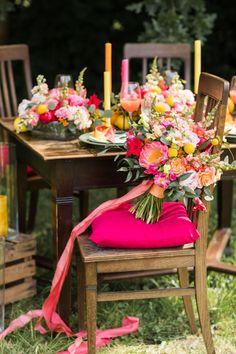 Brautstrauß bunt Sommer, Tischdeko bunt Sommer pink orange gelb rot, Tischdeko Hochzeit Sommer bunt, Tischdeko Garten Holz, Gartenparty Tischdeko #tischdeko #hochzeit #bunt #diy #pink #orange #rot #gelb #sommer #holz #garten Table Decorations, Orange, Pink, Wedding, Home Decor, Outdoor Wedding Seating, Garden Parties, Getting Married, Celebration