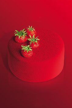 Umm, YUM! Red strawberry cake.