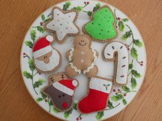 Felt Christmas Ornaments -- < found when I pinned ... http://www.pinterest.com/pin/507710557966329331/ . >