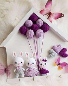 🎁Receba a sua Apostila com 10 Gráficos de Crochê e Amigurumis Grátis➡️ Clique no Link Azul da Bio 👉 . Crochet Gifts, Cute Crochet, Beautiful Crochet, Knit Crochet, Crochet Doll Pattern, Crochet Patterns Amigurumi, Crochet Dolls, Crochet Rabbit, Crochet Animals
