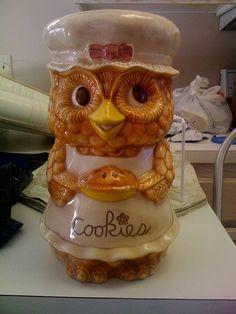 Owl Cookie Jar by highvoltageilene, via Flickr Owl Kitchen Decor, Antique Cookie Jars, I Love You Mom, Vintage Cookies, Cute Owl, Ceramic Decor, Cookies Et Biscuits, Tea Pots, Retro Vintage