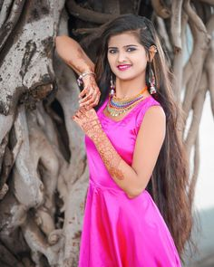 Indian Teen, Indian Girls, Black Background Photography, Black Backgrounds, Aurora Sleeping Beauty, Sari, Disney Princess, Fashion, Saree