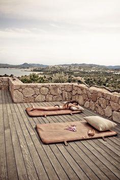 Sunbathing in Paradise | @holidolls