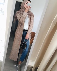 Neutraler Winter-Hijab überlebt – Just Trendy Girls - Outfit. Modern Hijab Fashion, Hijab Fashion Inspiration, Islamic Fashion, Muslim Fashion, Modest Fashion, Elegance Fashion, Fashion Trends, Modest Wear, Modest Dresses