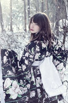 Yuki Hime by WatashiwaKOdesu on DeviantArt Japanese Geisha, Japanese Beauty, Japanese Kimono, Japanese Girl, Asian Beauty, Japanese Outfits, Japanese Fashion, Kimono Fashion, Fashion Art