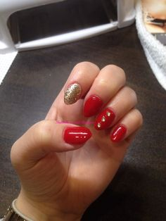 My new red and gold winter nails !!