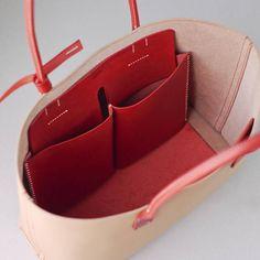[Information produit] C'est un simple sac fourre-tout à rester ferme et épaisse tanin végétal tanné pièce de cuir réalisé en lin et cuir cousu à la main. Main mise sur l'épaule donne l'impression Atari aux doigts lorsque tenu dans la main, parce que c'était cousue à la main dans un