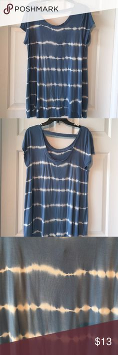 Uber soft comfy tie dyed T shirt size XL Fabulous blue & white Cable & Gauge T shirt. Very comfy, really soft. The back is low, but bra band will not show. Great band across shoulders. Size XL fits true and wears loose. Could also work for XXL.  I bought two the these exactly the same, but preferred the color of this one. Has some wear, price reflect this. Cable & Gauge Tops Tees - Short Sleeve