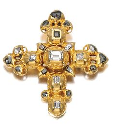 GOLD AND DIAMOND CROSS PENDANT, PROBABLY IBERIAN, LATE 17TH/ EARLY 18TH CENTURY.  Designed as a pectoral cross, set with table-cut and rose diamonds, engraved to reversed.